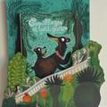 """Porte-album présentant le livre """"Coquillages et petit ours"""" de l'auteur-illustrateur Benjamin Chaud - Éditions Hélium"""