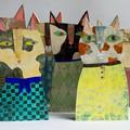 Six totems-chats réalisés par l'artiste en exclusivité pour l'exposition.