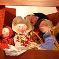 Théatre de marionnettes réalisé par l'artiste lui-même, pour permettre la mise en scène du célèbre conte; Celles-ci sont fournies avec leur petit carnavalet.