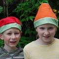 Enfants chapeautés