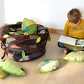 """""""Nid à coussins"""" accompagnés de ses 12 coussins - Éléments de scénographie pour reconstituer un petit espace de nid dans le lieu de présentation de l'exposition."""